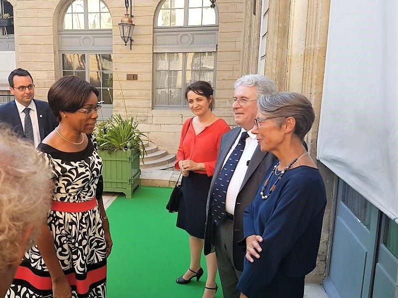Le DG de la CCAA était au Salon du Bourget. Sur cette image, elle échangeait avec la ministre déléguée chargée des Transports de la République française.