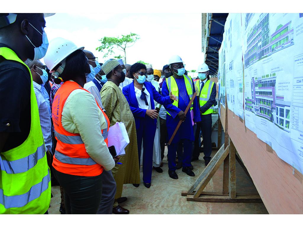 Visite par le MINMAP M. IBRAHIM TALBA MALLA des chantiers de construction de L'EFO et du CRS de la CCAA.